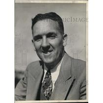 1942 Press Photo William M. Henry CBS news commentator