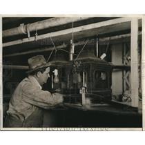 1930 Press Photo Louisville KY a distillery worker at liquor mfg plant