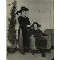 1922 Press Photo Madame Toffre wife of Marshall Toffre of France and daughter