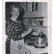 1960 Press Photo Mrs. Helene N.M. Bullock won the contest Navy's Bean Soup Champ