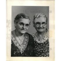 1936 Press Photo Pioneer twins of Elgin, Elizabeth and Ellen Graham. - ora27533