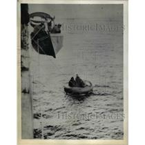 1941 Press Photo The three Germans in a rubber boat ready to help crew aboard