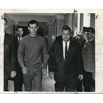 1968 Press Photo Robert G Brom Arrested for Murder Detective Orlando Yazzolino