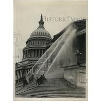 1932 Press Photo of firemen washing the front