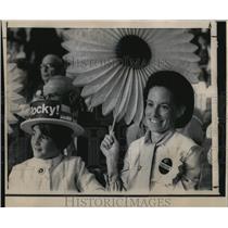 1968 Press Photo Mrs. Phil Kassebaum and daughter Linda, 9 - ora49008