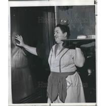 1964 Press Photo Miss Mary Burdick, waitress at Multnomah Hotel - ora14064