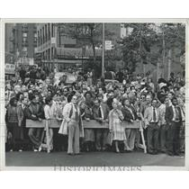 1979 Press Photo Evacuation of United Nations Buildings Suspicious Plane Overhea