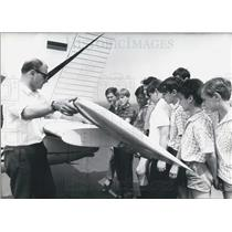 1966 Press Photo Duesseldorf Pilot Shows School Kids Plane.