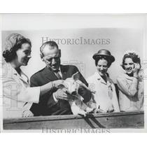 1964 Press Photo King Frederik of Denmark & family with a piglet