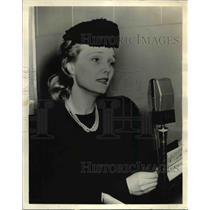 1940 Press Photo Elizabeth Russell in Heard on Light - orp24030