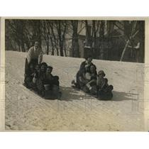 1926 Press Photo Mount Helyoke College Students Winter Snow Sledding