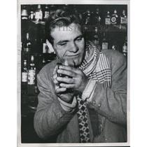 1954 Press Photo Palermo Sicily Gaetano Priulla eating a beer glass in stunt