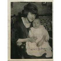 1922 Press Photo Chicago Divorcee Emma Baum with Infant Son Earl