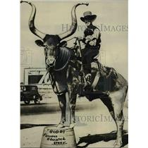 1934 Press Photo Monte Reger with Bobbie Longhorn Steer Multnomah County Fair