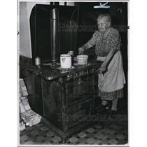 1949 Press Photo Mrs. F.J. Dukersen