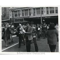 1976 Press Photo The May Company demonstrators