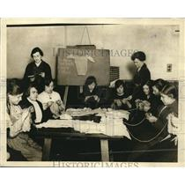 1919 Press Photo Needlework Class for out-of-work in London, England