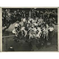 1928 Press Photo Temple University Students Retaliating After Tug-of-War Loss