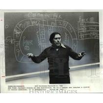 1979 Press Photo Herbert Citrin at the blackboard