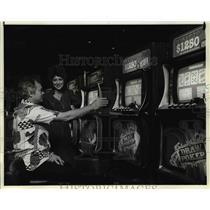 1983 Press Photo Gambling, slot machines