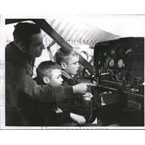 1967 Press Photo Ronald McFeel and his sons Tom and Mike in a plane cockpit