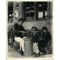 1935 Press Photo Mr. Pocahontas wields a nifty hammer