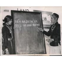 1940 Press Photo Navajo Indians to learn English, Chicago Illinois - nex58249