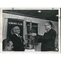 1969 Press Photo Portland Comm. William Bowes receives Portland-Seattle Inter