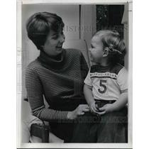 1977 Press Photo Mrs Jurnstedt With Son Sausby
