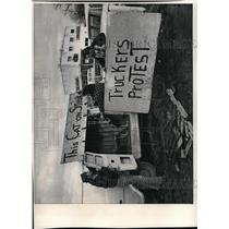 1974 Press Photo Independent Strikers
