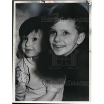 1977 Press Photo Arthur Noske with cousin, Jennifer