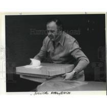 1983 Press Photo George Ateljevich Casino Employee - ora06799