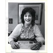 1983 Press Photo Diane M. Kuss beams over the $1,600 check she received