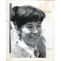 1970 Press Photo Sharon Harrington, attitudes about a whistle - ora36977