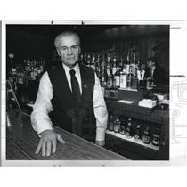 1989 Press Photo Nino Rinicella, a bartender