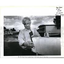 1995 Press Photo Thomas George raises the flag...mailboxes