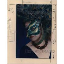1987 Press Photo Diane Trapp in a peacock eye mask