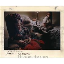 1995 Press Photo Bonita H. Goodwin in a room with a dog and a girl - ora28662