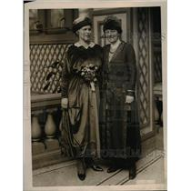 1920 Press Photo of Professor Florence Knapp at Syracuse  University and Mrs,