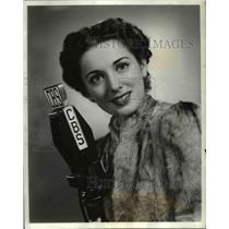 1940 Press Photo Ann Shepherd in Joyce Jordan Girl Interne - orp27061