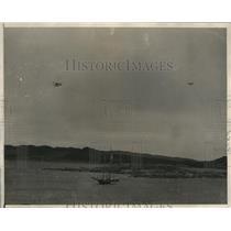 Press Photo Planes Before Landing