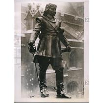 1937 Press Photo Statue of Oliver Cromwell outside Westminster Hall in London