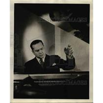 1946 Press Photo Maxim Schapiro Pianist