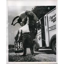 1947 Press Photo Milman in York is weightlifter Roy Craver & son Fred