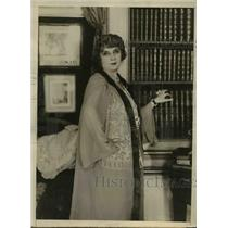 1925 Press Photo Madame Simone French Actress at home - orp26891