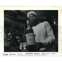 1988 Press Photo Kenneth Edwards North Portland Winery - ora21271
