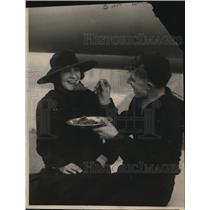 1919 Press Photo Jack shared his lunch with a fair visitor