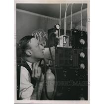 1937 Press Photo he gRAY rADIO eQUIPMENT FOR aMERICAN aIRLINES