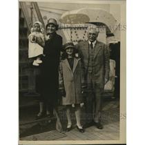 1925 Press Photo Albert Schmidt wife & daughters for Indy 500 race