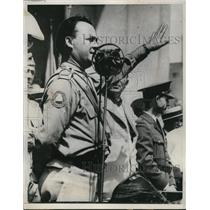 1933 Press Photo Art Smith greets veterans in Reyburb Plaza Philadelphia Pa.